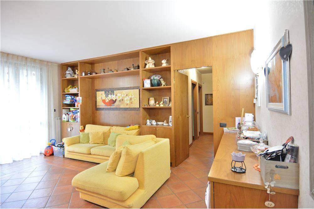 Appartamento in ottime condizioni arredato in vendita Rif. 6695010