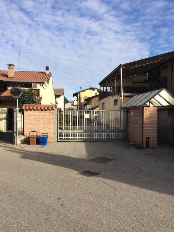 Appartamento in buone condizioni in vendita Rif. 8640620