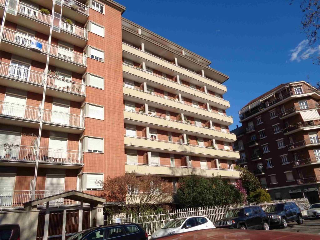 Foto 1 di Trilocale Lungo Dora Napoli 68, Torino (zona Valdocco, Aurora)