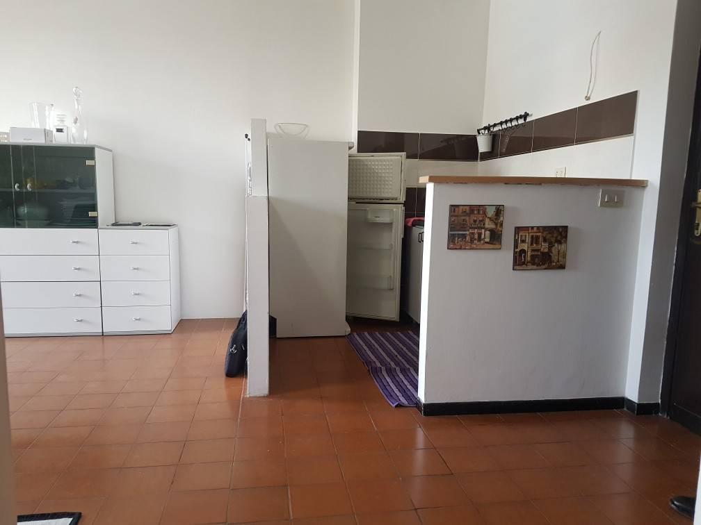 Appartamento in buone condizioni parzialmente arredato in affitto Rif. 7995012
