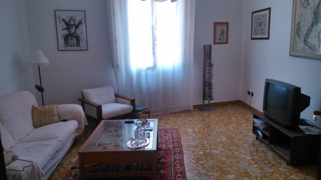 Appartamento in vendita 5 vani 120 mq.  via delle Lame Bologna
