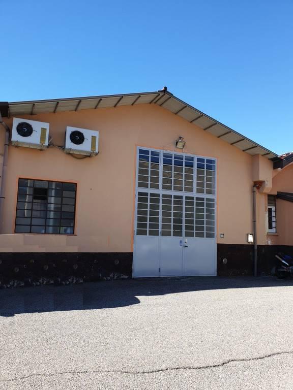 Capannone in affitto a Cocquio-Trevisago, 2 locali, prezzo € 700 | CambioCasa.it