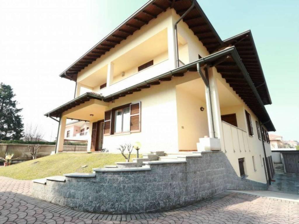Villa in vendita a Uboldo, 10 locali, Trattative riservate | CambioCasa.it