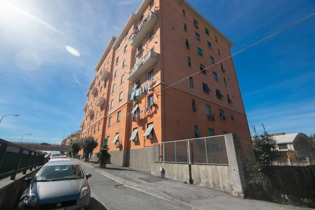 Foto 1 di Appartamento via Sant'Ambrogio di Fegino 3, Genova (zona Sampierdarena, Certosa-Rivarolo)