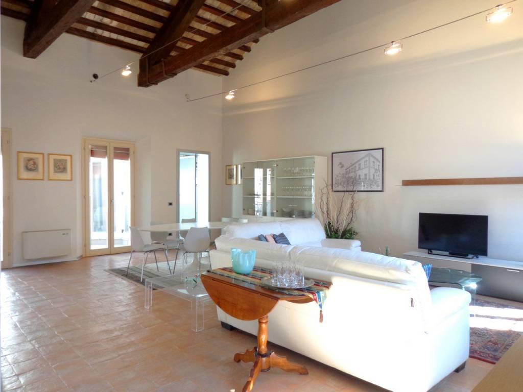 Appartamento in Affitto a Ferrara Centro: 5 locali, 100 mq