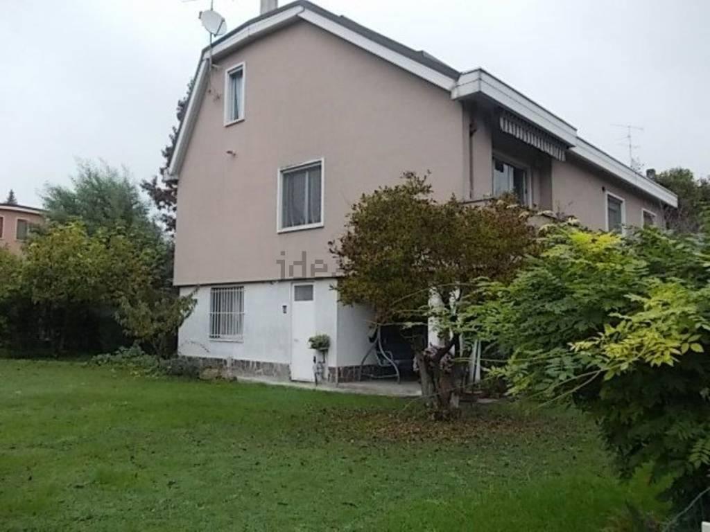 Villa in vendita a Peschiera Borromeo, 5 locali, prezzo € 580.000 | CambioCasa.it