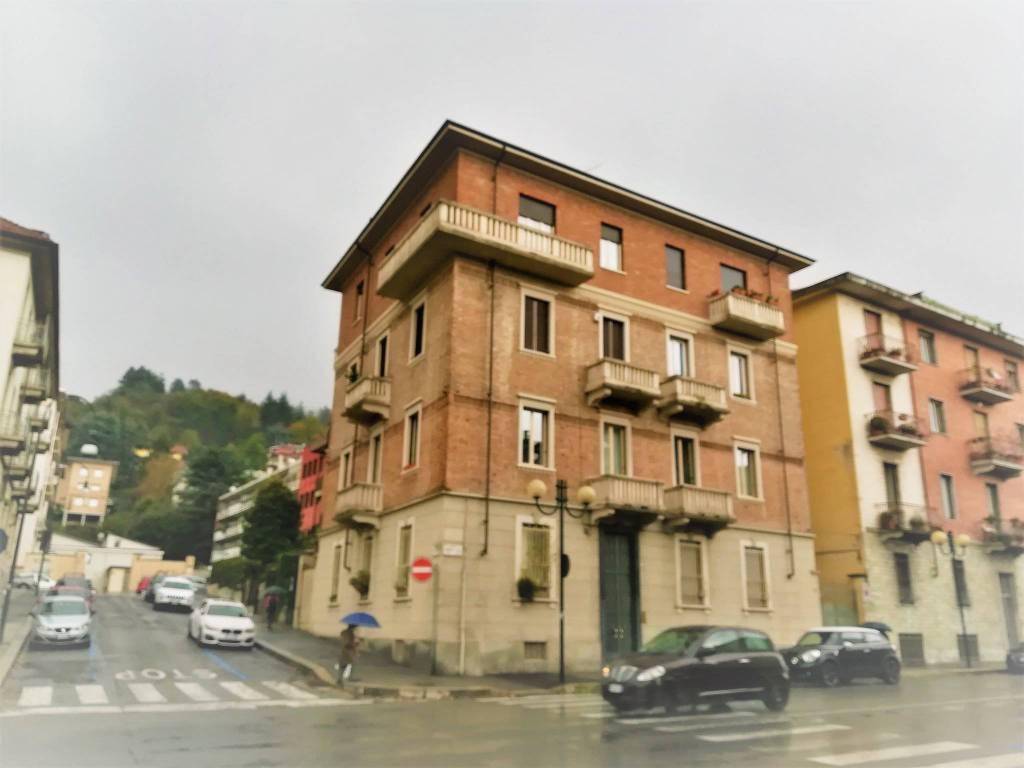 Foto 1 di Trilocale corso Quintino Sella 48, Torino (zona Precollina, Collina)