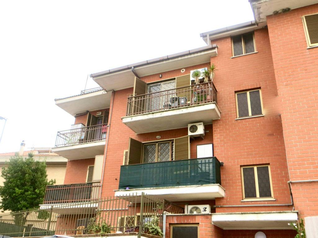 Appartamento in buone condizioni in vendita Rif. 8548379