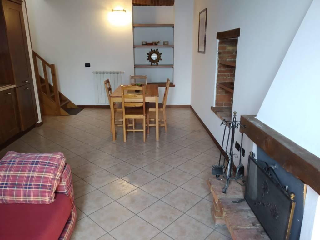 Appartamento in ottime condizioni arredato in affitto Rif. 7677222