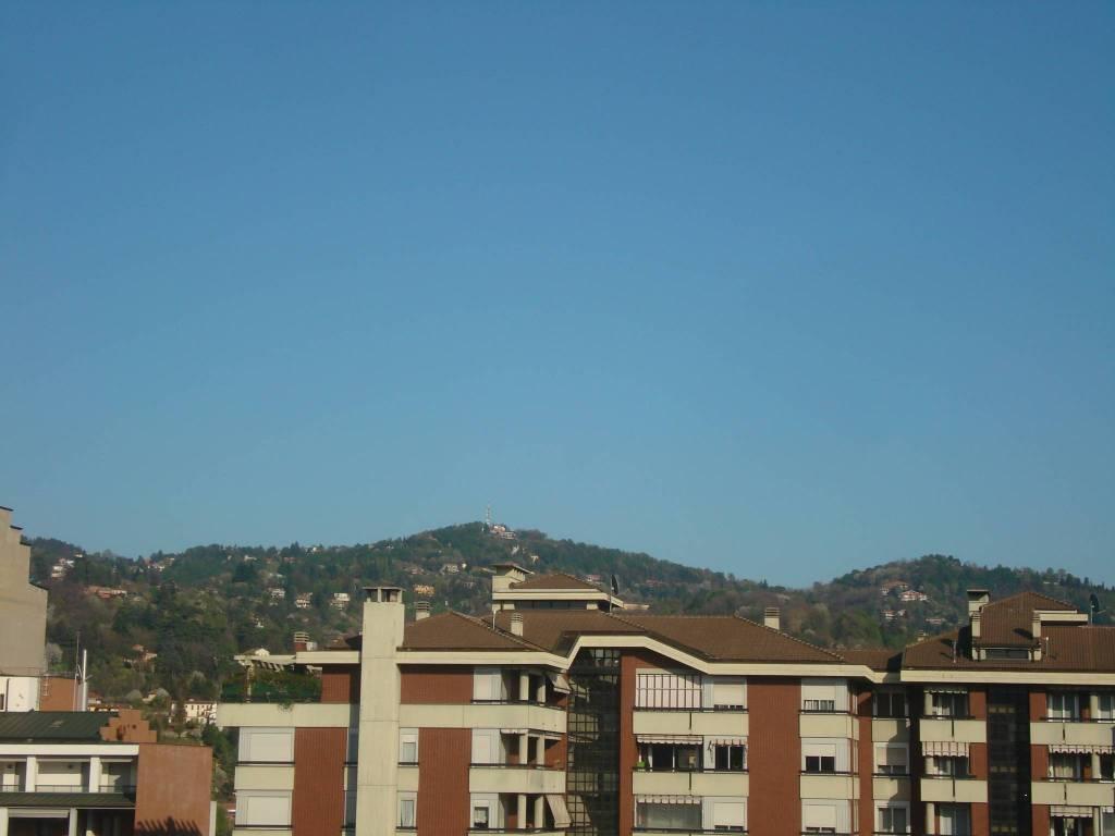 Foto 1 di Trilocale via Genova 194, Torino (zona Valentino, Italia 61, Nizza Millefonti)