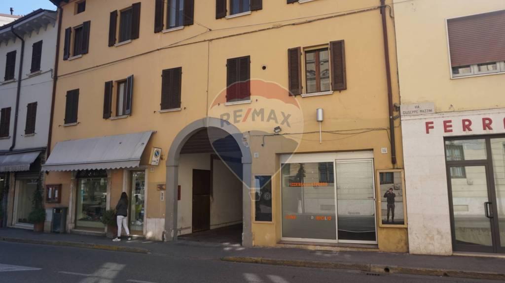 Negozio / Locale in affitto a Manerbio, 3 locali, prezzo € 1.200 | CambioCasa.it
