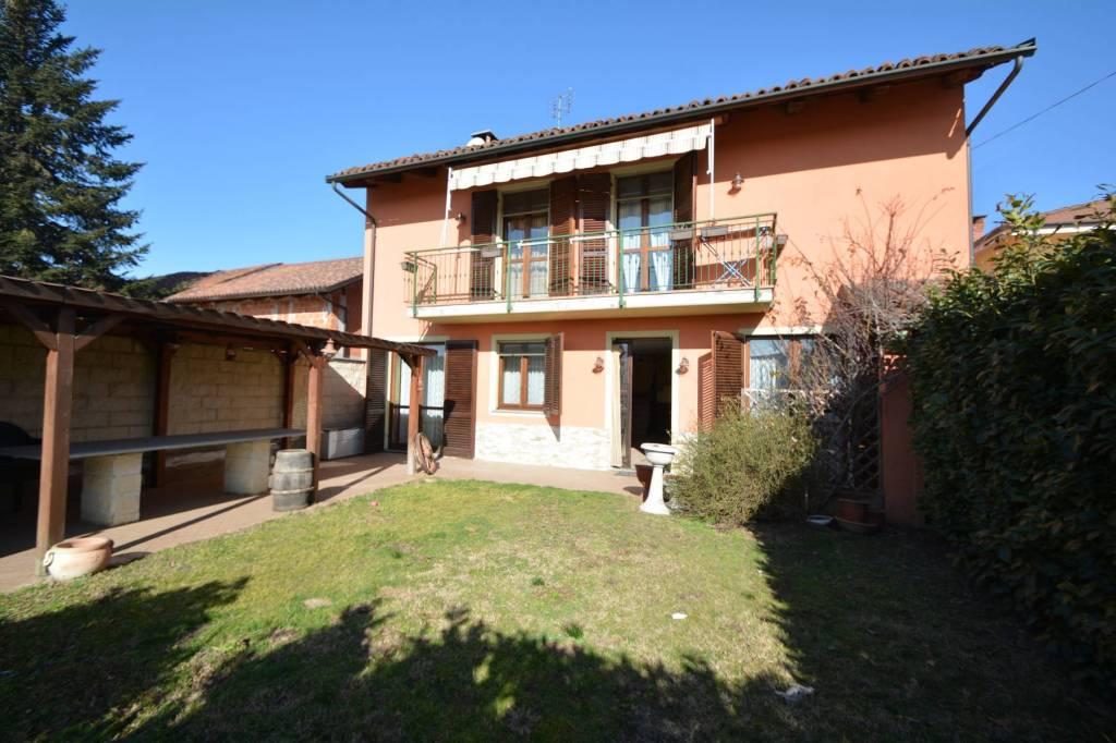 Foto 1 di Villa via Sant'Anna, Carmagnola