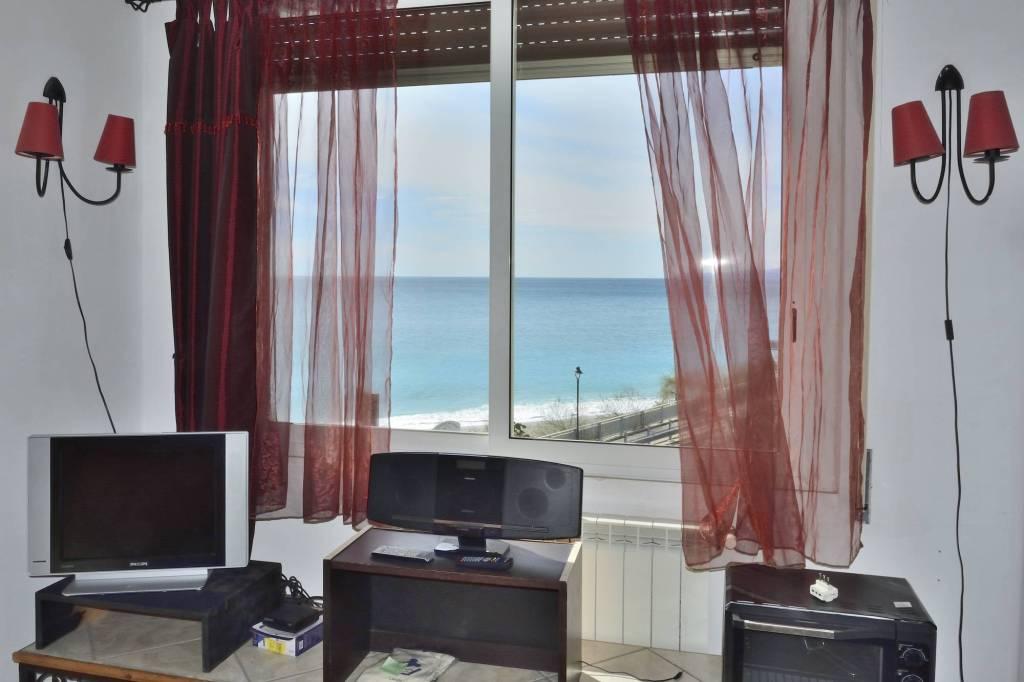 Appartamento in buone condizioni arredato in affitto Rif. 6947822