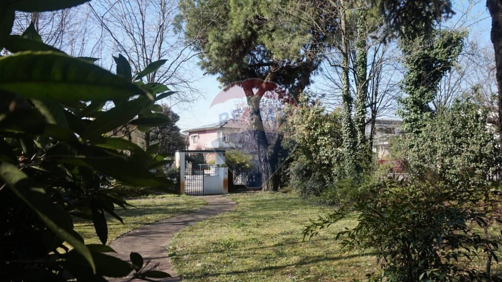 Villa in vendita a Manerbio, 12 locali, prezzo € 490.000 | PortaleAgenzieImmobiliari.it