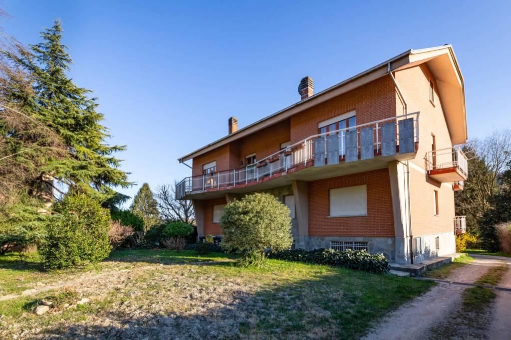 Foto 1 di Villa strada Bussolino, Gassino Torinese
