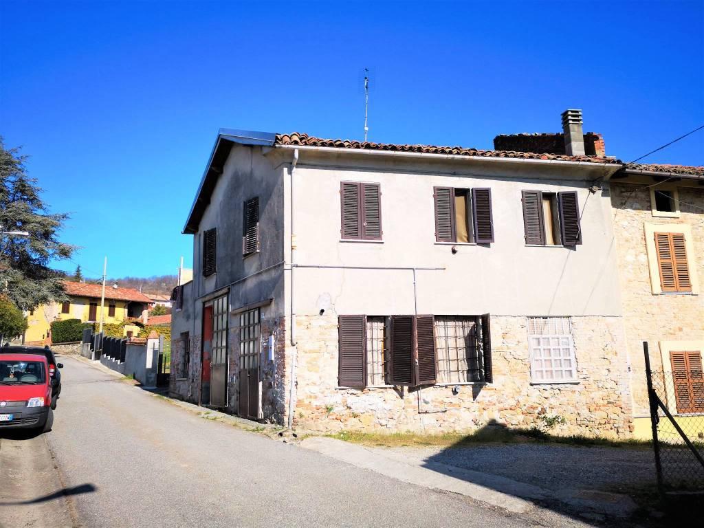 Foto 1 di Casa indipendente via Vittorio Emanuele III 12, frazione Lussello, Villadeati