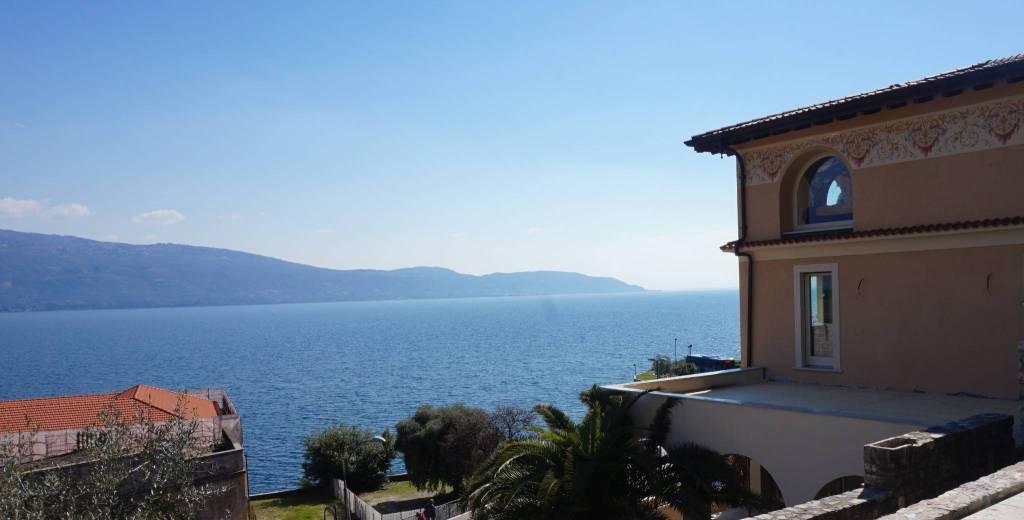 Attico / Mansarda in vendita a Gargnano, 3 locali, prezzo € 846.000   PortaleAgenzieImmobiliari.it
