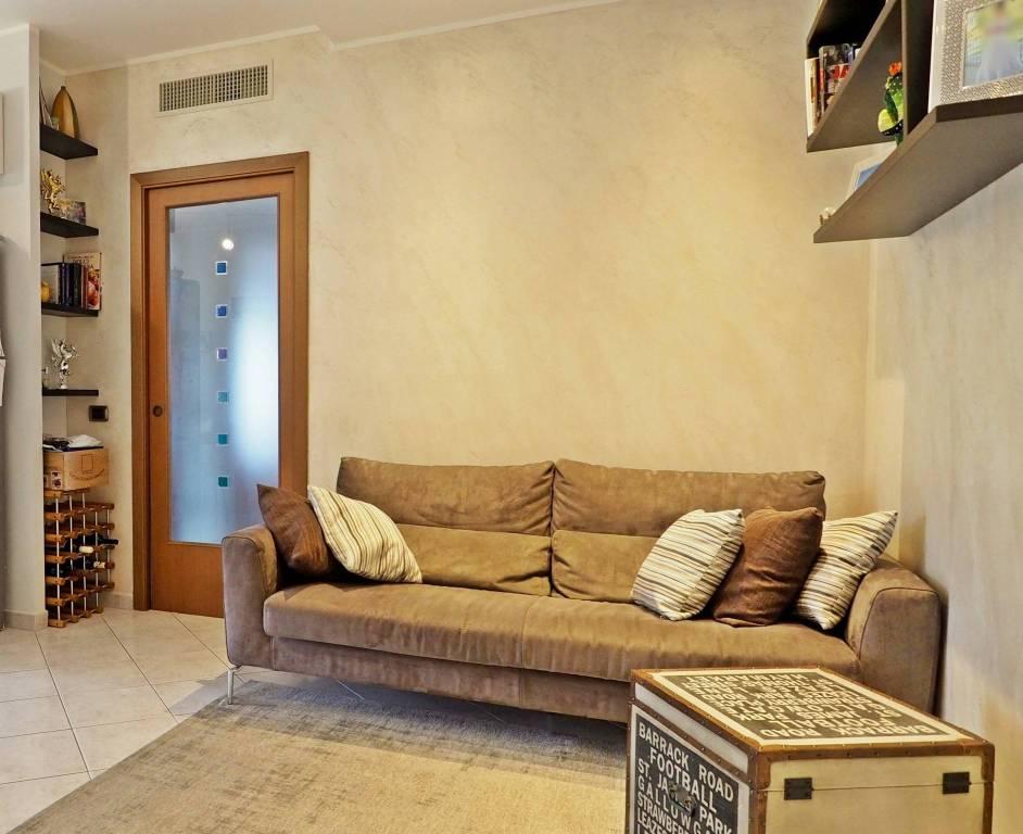 Appartamento in ottime condizioni parzialmente arredato in vendita Rif. 8924243