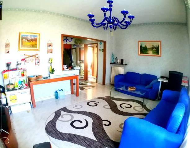 Appartamento in buone condizioni in vendita Rif. 5262055