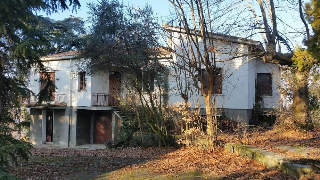 Villa in vendita a Casteggio, 5 locali, prezzo € 180.000 | CambioCasa.it