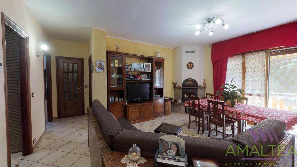Foto 1 di Appartamento via E. Pertinace 12, Vado Ligure