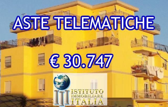 Appartamento in buone condizioni in vendita Rif. 6756436