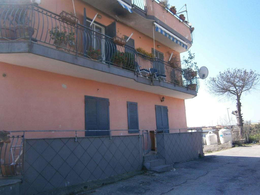 Appartamento in buone condizioni in affitto Rif. 8593468