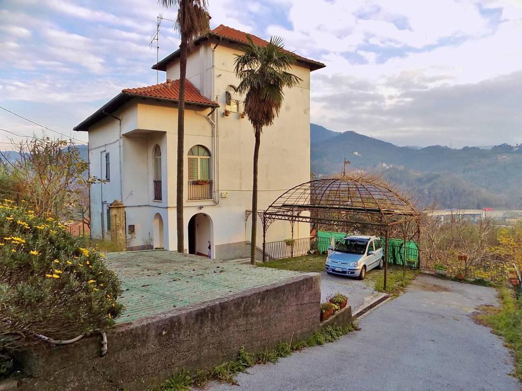 Foto 1 di Casa indipendente via Morego, Genova (zona Bolzaneto)