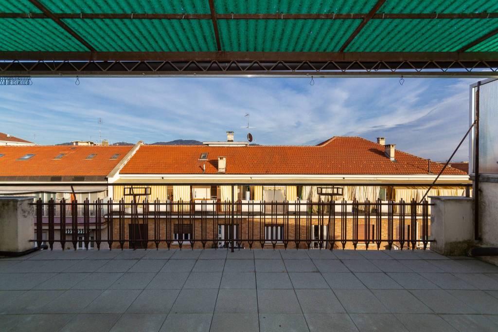 Foto 1 di Attico / Mansarda via Carlo Pizzorno 10, Torino (zona Lingotto)