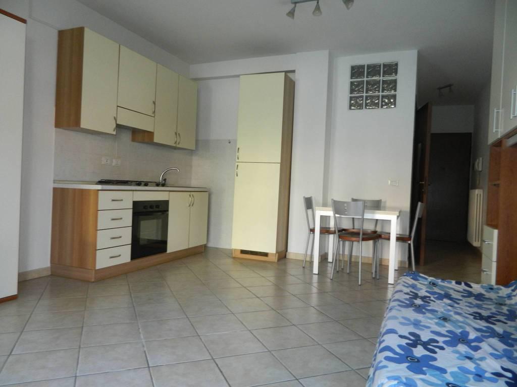 Appartamento in buone condizioni arredato in affitto Rif. 8921626