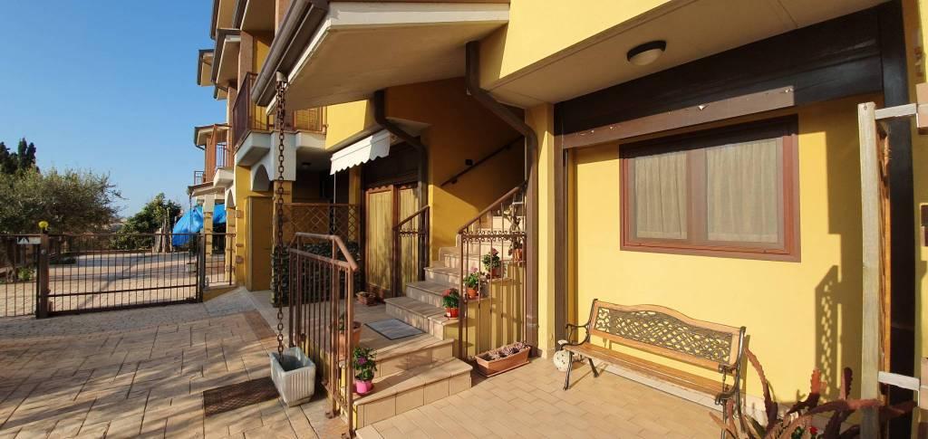 Appartamento in ottime condizioni arredato in vendita Rif. 8522940