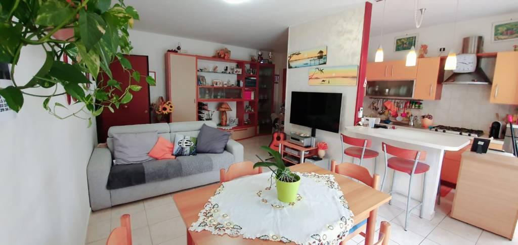 Appartamento in ottime condizioni in vendita Rif. 8610714
