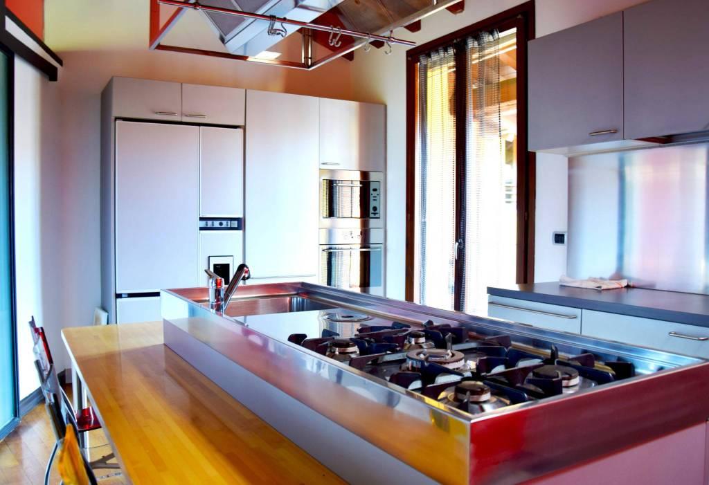 Appartamento in ottime condizioni parzialmente arredato in vendita Rif. 4473609