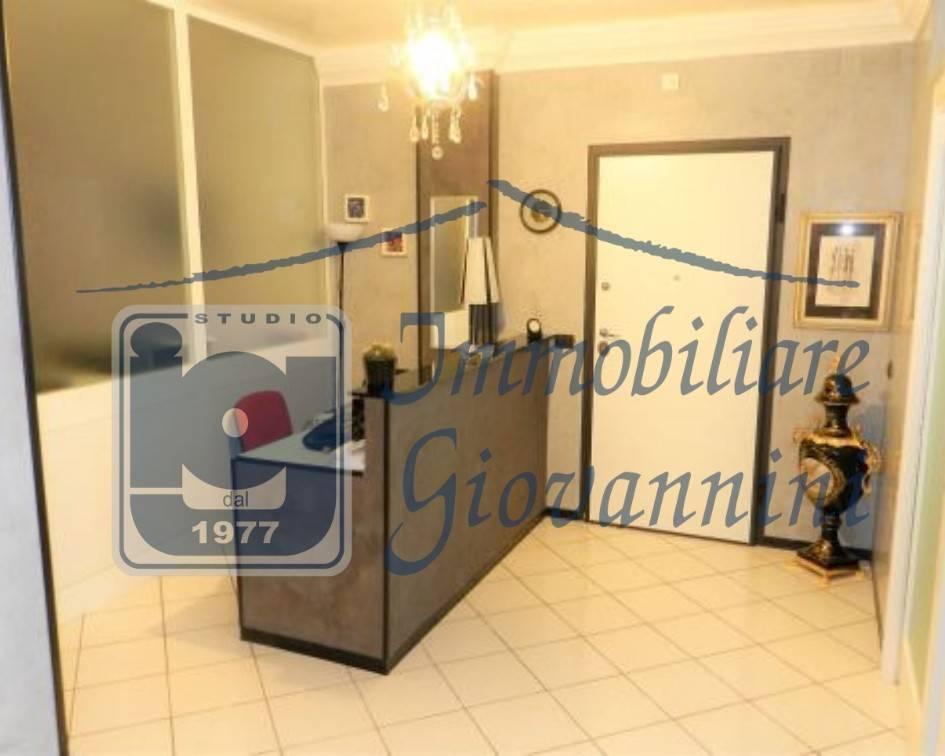 Rif. V1033 - Ufficio ristrutturato semi centrale