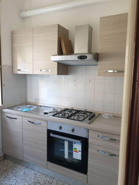 Appartamento in buone condizioni in affitto Rif. 8548611