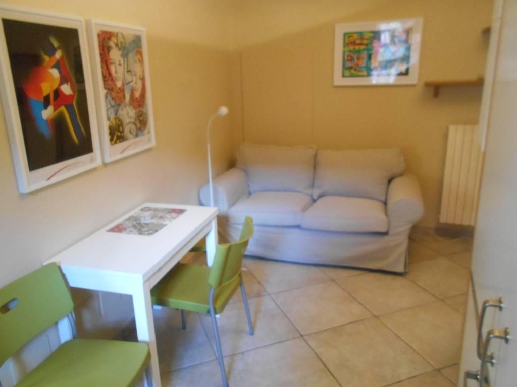 Appartamento in ottime condizioni arredato in affitto Rif. 9232677