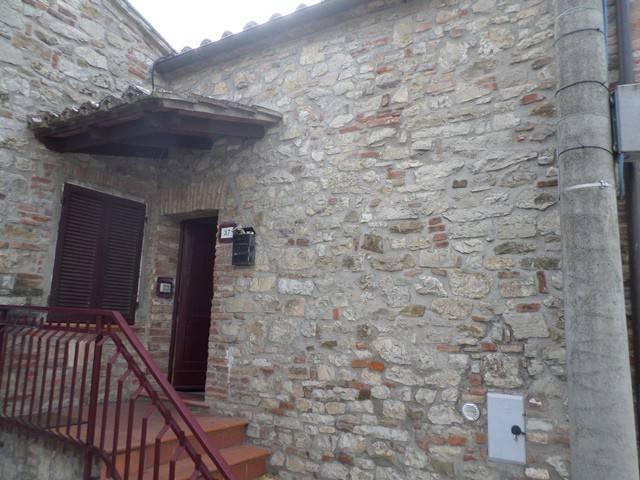 Appartamento in Affitto a Magione: 3 locali, 65 mq