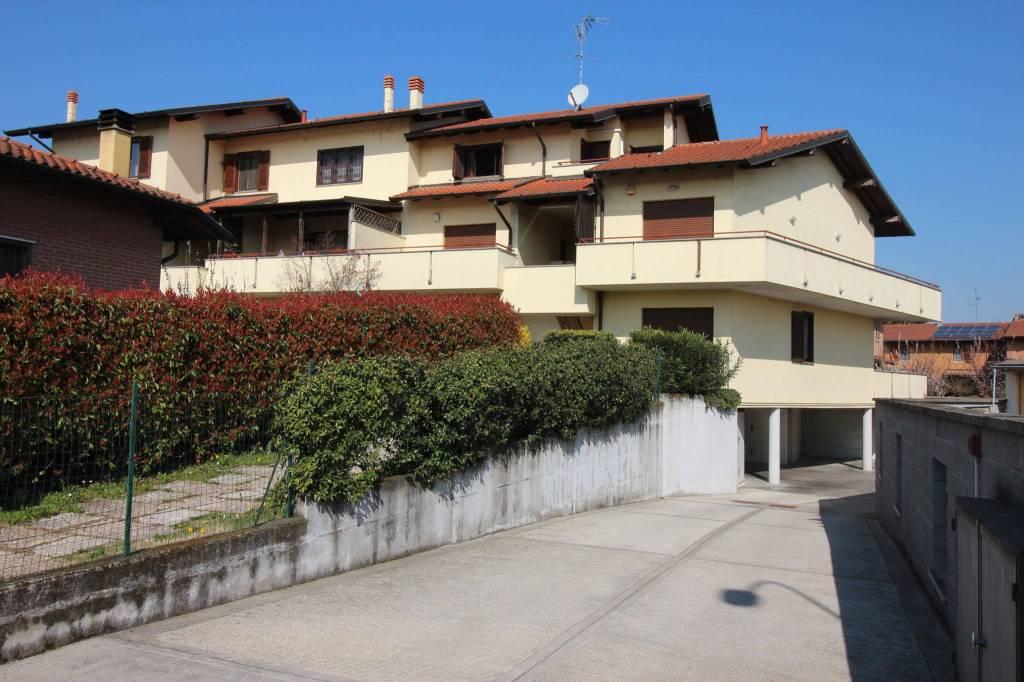 Appartamento in ottime condizioni arredato in vendita Rif. 7690200