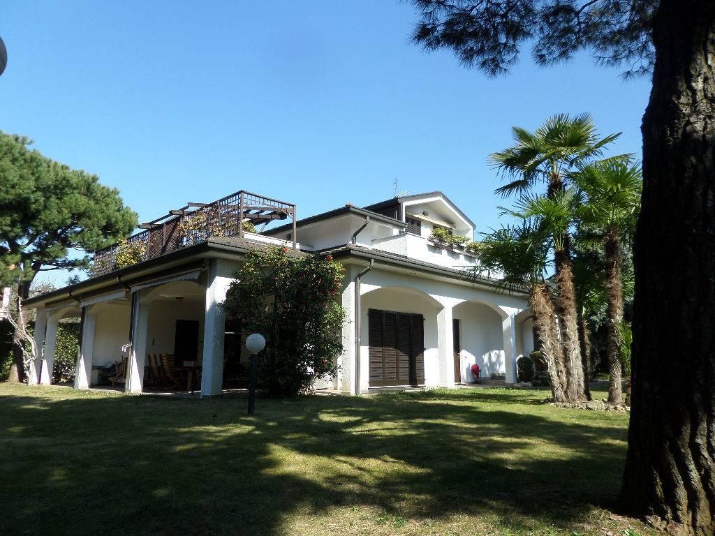 Villa in vendita a Rescaldina, 8 locali, prezzo € 950.000 | PortaleAgenzieImmobiliari.it