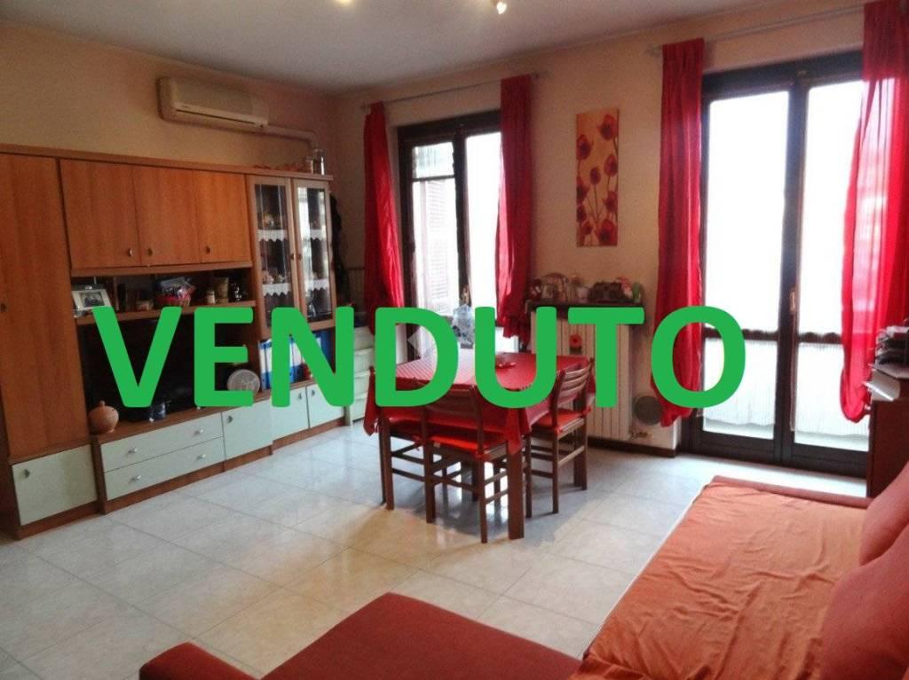Appartamento in buone condizioni in vendita Rif. 9335393