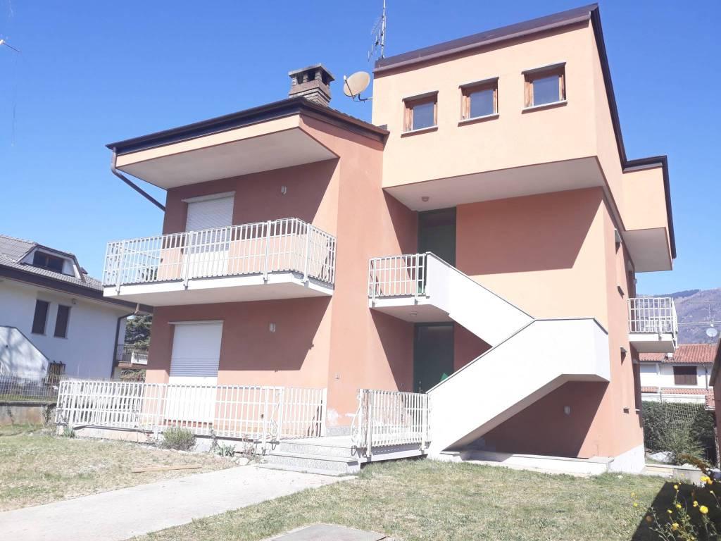 Foto 1 di Appartamento via Copetta 24, Dronero