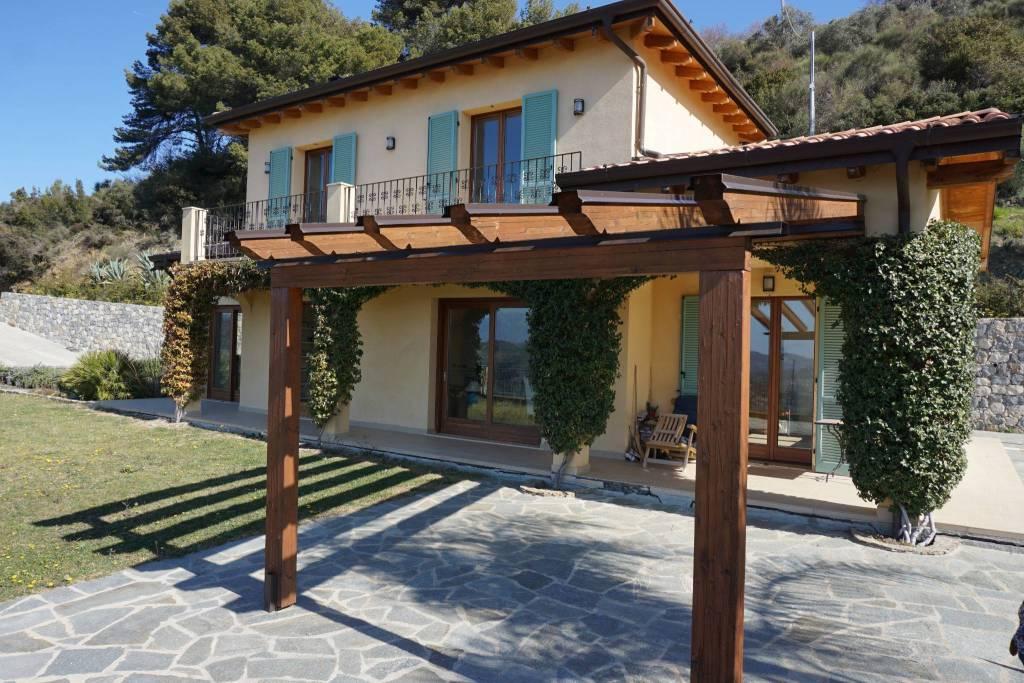 Villa in vendita a Perinaldo, 6 locali, prezzo € 750.000 | CambioCasa.it