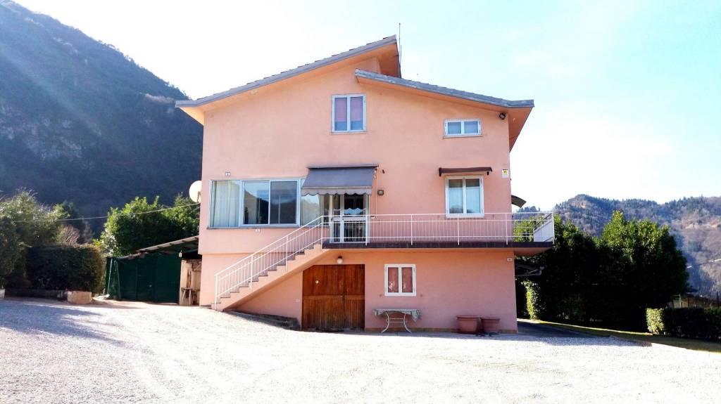Villa in vendita a Idro, 8 locali, prezzo € 320.000 | PortaleAgenzieImmobiliari.it