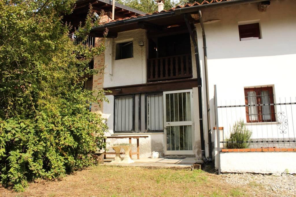 Foto 1 di Casa indipendente Frazione Sant'Anna Boschi, Castellamonte