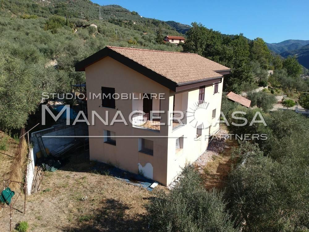 Villa in vendita a Dolceacqua, 4 locali, prezzo € 450.000 | CambioCasa.it