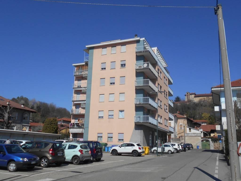 Appartamento in buone condizioni in affitto Rif. 9254809