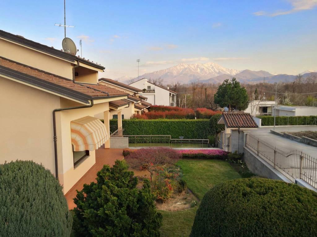 Santa Croce di Vignolo, villa indipendente con giardino