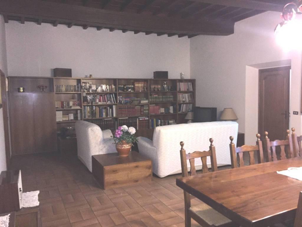 Appartamento in buone condizioni in vendita Rif. 8831196