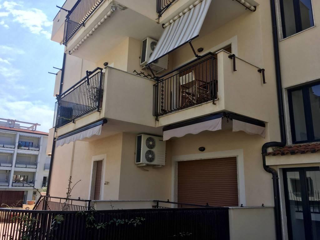 Appartamento in ottime condizioni arredato in vendita Rif. 8065000