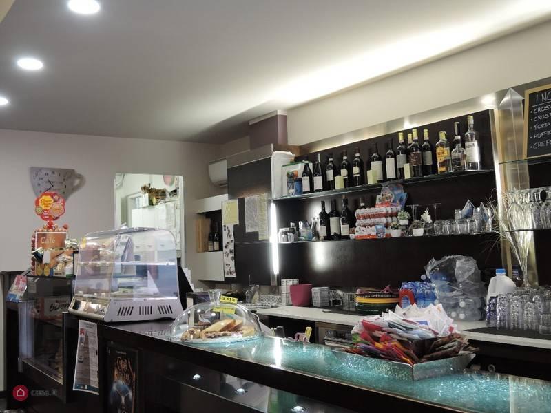 Bar in vendita a Alba, 4 locali, prezzo € 115.000   PortaleAgenzieImmobiliari.it